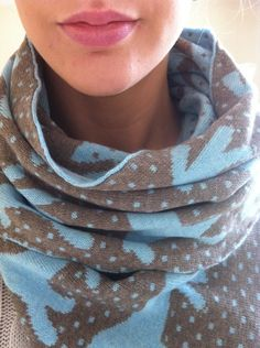 Knitted Dala Horse scarf in cashmere's & wool's. Cashmere Wool, Blue Brown, Horses, My Style, Cotton, Handmade, Scarfs, Cosy, Clothes