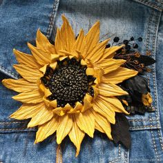 Tutorial: Leather Sunflower Brooch, фото № 9 Wire Flowers, Sculpture Painting, Leather Flowers, Yellow Leather, Leather Projects, Embroidery Art, Textiles, Leather Jewelry, Leather Working