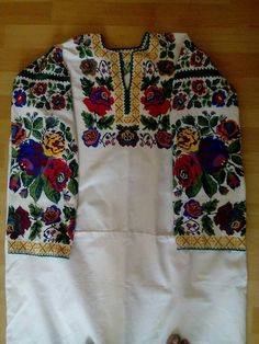 Tunic Tops, Embroidery, Model, Shirts, Outfits, Dresses, Fashion, Needlepoint, Clothes
