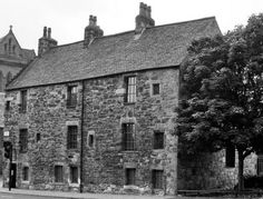 The oldest house in Glasgow was built over 500 years ago for the Lord of Provan, an official of the Cathedral England Ireland, England And Scotland, Glasgow Scotland, Edinburgh, Glasgow Architecture, Old Photos, Rare Photos, Outer Hebrides, British Isles