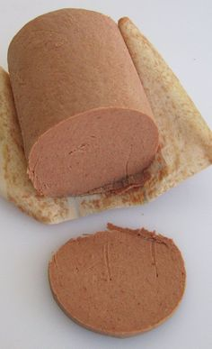dried meats Braunschweiger Liver Sausage ~ I don't know if this is German or not but my Mom (from Germany) loved it. Liver Recipes, Pork Recipes, Cooking Recipes, Charcuterie, Liver Sausage, Homemade Sausage Recipes, How To Make Sausage, Sausage Making, Gastronomia