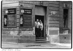 PRAGUE - ZIZKOV 1981 Prague Cz, Cavalier, Old Pictures, Vintage Images, Street Photography, Clay, Black And White, Stars, Retro