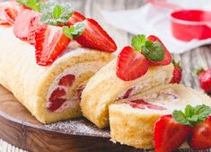Strawberry Topping, Strawberry Shortcake Recipes, Shortcake Biscuits, Flaky Biscuits, Bourbon, Cheesecake, Cooking, Sweet, Food