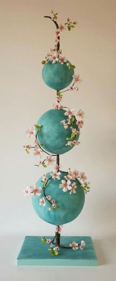Stacked sphere cakes - Whaaaaaa?! It looks cool, but I don't know how you even begin to cut and serve it!