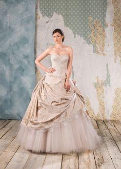 Abito da sposa Delsa, linea Couture 2016 D6832 Radzemire e pizzo Colore: Rosa Polvere  #delsa #delsa2016 #delsacouture #weddingdresses #bridaldresses #rosapolvere #radzemire #pizzo