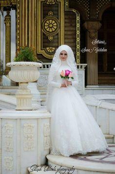 Muslimah Wedding Dress, Muslim Wedding Dresses, White Wedding Dresses, Wedding Gowns, Indian Muslim Bride, Muslim Brides, Bridal Hijab, Wedding Hijab, Hijab Bride