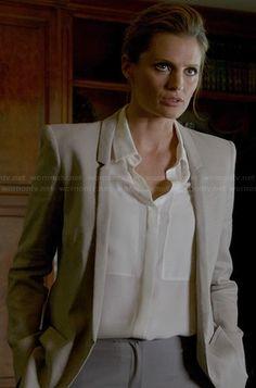 Beckett's light grey blazer with thin lapel on Castle.  Outfit Details: http://wornontv.net/21056/ #Castle