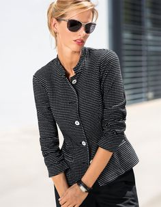 Comfortable textured jersey fabric that is ultra-soft and easy to care for, in a fascinating mini check design. Feminine, slightly tapered short shape with small stand-up collar and decorative welt pockets. Decorative buttons.