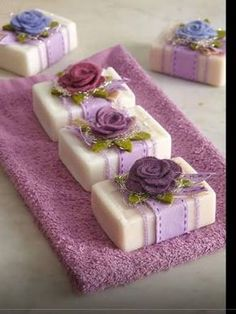 Raindrops And Roses: Photo - Diy Crafts - hadido Raindrops And Roses, Soap Packaging, Pretty Packaging, Packaging Ideas, Soap Recipes, Home Made Soap, Handmade Soaps, Soap Making, Diy Gifts