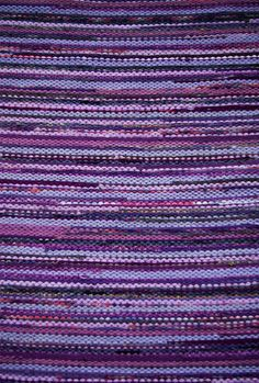 hand woven rag rug - violet, purple, lilac I want this rug! Loom Weaving, Hand Weaving, Purple Weave, Fabric Rug, Rag Rugs, Purple Lilac, Recycled Fabric, Weaving Techniques, Loom Knitting