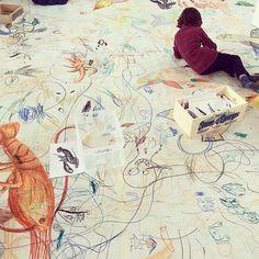 Ahir vam veure nàixer mil peixos de colors i criatures marines meravelloses úniques i irrepetibles! #bigdraw  #LaFestaDelDibuix #BigDrawBcn #elborncc #joanasantamans #MuseuPicasso #workshop #illustration #artwork #art #pintura #ocean #OceàImaginari by hollyhands