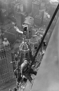 Amazing. Working at high altitudes, Woolworth Building, New York, 1926