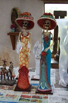 "Catrinas are originally inspired by the famous ""La Catrina"" of Jose Guadalupe Posadas. Usually have catrinas in clay, paper mache, wire, and wood. They are among the most loved pieces in Mexican folk art."