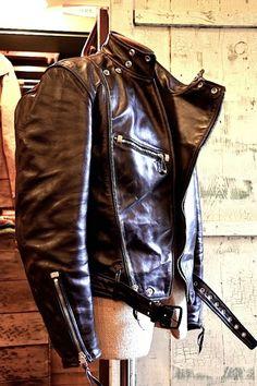 Vintage Leather Jacket, Biker Leather, Leather Men, Knit Hat For Men, Riders Jacket, Cool Jackets, Mens Fashion, Fashion Outfits, Leather Outfits