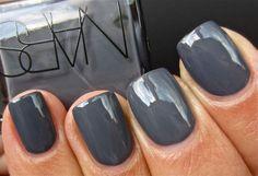 I love gray nails