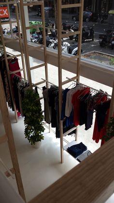 b677f00fb Detalle interior de la nueva tienda completamente reformada de Mit mat Mamá  de la calle Urgell 282 en  Barcelona  moda  premama  embarazada  ropa