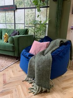 This luxurious velvet bean bag lounge chair will add a touch of opulent glamour to your living room. Bean Bag Armchair, Bean Bag Lounge Chair, Bean Bag Seats, Velvet Armchair, Living Room Interior, Living Room Chairs, Living Rooms, Bean Bag For Adults, Bean Bag Living Room