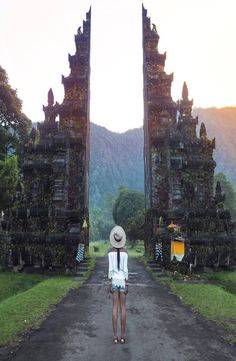 Tips To Make Your Travel Experiences More Memorable. From booking the trip to packing and getting on that plane or Bali Travel Guide, Travel Guides, Ubud, Bali Getaway, Gili Air, Group Travel, Travel Memories, Ultimate Travel, Africa Travel