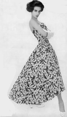 Audrey Hepburn.....blooming in this lovely floral hi/low hem...........trending again today!    58      8      1