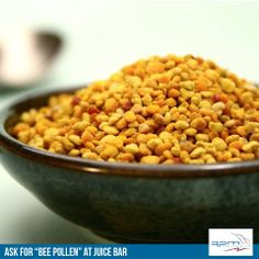 The health benefits of bee pollen and manuka honey by green blender Honey Bee Pollen, Le Pollen, Dog Food Recipes, Diet Recipes, Healthy Recipes, Manuka Honey, Unfiltered Honey, Perfect Food, Superfoods