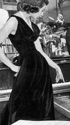 1953 black velvet dress by Jacques Fath Jacques Fath eb5448d5d