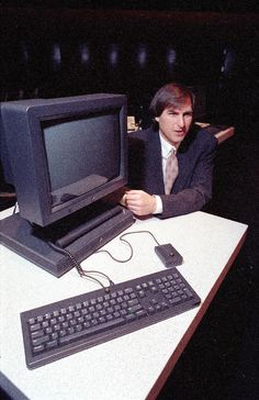 Steve Jobs & the NEXT computer. The NEXT OS would later found the base of OSX when he returned to Apple. Alter Computer, Computer Jobs, Computer Science, Apple Tv, Steve Jobs Apple, Ipod, Steve Wozniak, Web Design, Mac Mini