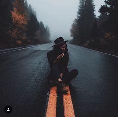 Photography, amazing photography, portrait photography poses, insta photo i Road Photography, Portrait Photography Poses, Photography Poses Women, Tumblr Photography, Creative Photography, Amazing Photography, Photography Ideas, Photographie Art Corps, Kreative Portraits