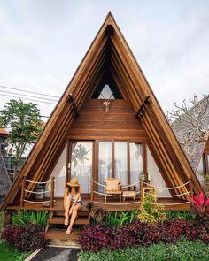 Super house modern exterior dream homes arquitetura Ideas Bamboo House Design, Tiny House Design, Tiny House Cabin, Tiny House Plans, Hut House, Cliff House, Town House, Small Wooden House, Wooden Houses