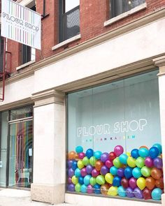 Sunny days in SoHo ✨🌈 rainbow balloon window display