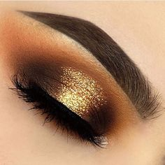 Stop and smell the PUMPKIN SPICE!☕️ @heathervenere opened her Fall recipe book to create this gorgeous look with just a few ingredients: Brown BROWnies, Neapolitan EyesCream Palette & Sprinkles Glitter ✨ #fall #fallmakeup #makeupart #beautybakerie #autumnmood #sweaterweather