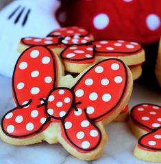 Minnie Mouse Bow Cookies - My WordPress Website Bolo Da Minnie Mouse, Minnie Mouse Cookies, Iced Sugar Cookies, Royal Icing Cookies, Frosted Cookies, Decorated Cookies, Cute Cookies, Cupcake Cookies, Decoration Minnie