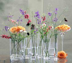 Ideas flowers design bouquet beautiful for 2019 Flowers In Jars, Table Flowers, Flower Vases, Beautiful Flowers, Wedding Table, Our Wedding, Floral Wedding, Wedding Flowers, Wildflower Centerpieces