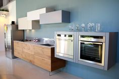 A combination of solidity and lightness for this modular kitchen.