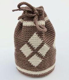 Ik ben er eindelijk achter hoe het moet! Hoe je vasten recht boven elkaar haakt. Toen ik me verdiepte in inhaken/tapestry zag ik op int... Tapestry Bag, Tapestry Crochet, Diy Crochet, Crochet Hooks, Goody Bags, Crochet Purses, Crochet Flowers, Baby Gifts, Purses And Bags