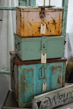Maison Douce: {Loving me some} Ruffles & Rust...  I have a couple of military footlockers in storage...