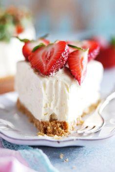 No bake vit chokladcheesecake med lime och jordgubbar No Bake Desserts, Dessert Recipes, Cake Recept, Cheesecake, Scones Ingredients, Savoury Cake, Clean Eating Snacks, No Bake Cake, Baking Recipes
