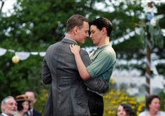 One of the best photoshop jobs ive ever seen! Cute Gay Couples, Romantic Couples, Charles Erik, James Mcavoy Michael Fassbender, Bl Comics, Divas, Yuri, Cherik, Men Kissing