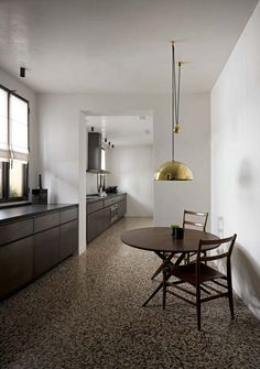 A remake of a Venecian charming apartment of the 60ies into a Canal Grande Palace. Portals in iron and marmorino plaster to build internal landscapes complemented by rich decorative marbles and a design pieces.