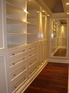 Home closet mirror, walk in closet design e master closet. Walk In Closet Design, Closet Designs, Bedroom Designs, Ideas Armario, Closet Mirror, Hallway Closet, Front Closet, Attic Closet, Closet Doors