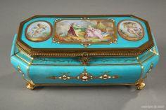 French late 19th century light blue porcelain casket - 1880(Франция конец 19 века светло-голубой фарфор шкатулка - 1880