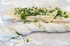 Baguetter med urter og ost Fresh Rolls, Baguette, Camembert Cheese, Food And Drink, Baking, Ethnic Recipes, Den, Bakken, Backen