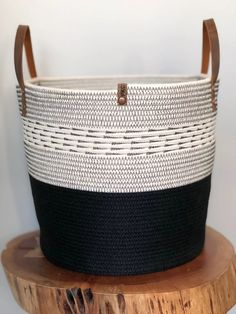 Rope Crafts, Diy Home Crafts, Rope Basket, Plant Basket, Modern Baskets, Fabric Bowls, Market Baskets, Basket Decoration, Textiles
