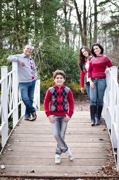Family Of 4 Picture Poses - Elegant Family Of 4 Picture Poses, Mom and Dad S Arms Crossed Around Each Other In Front Her Back
