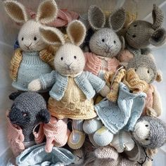 No photo description available. Knitted Stuffed Animals, Knitted Bunnies, Knitted Animals, Knitted Dolls, Crochet Dolls, Animal Knitting Patterns, Stuffed Animal Patterns, Little Cotton Rabbits, How To Purl Knit
