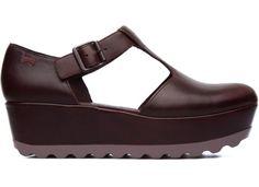 Laika es un zapato de mujer con una divertida plataforma inspirada en los  años 90.