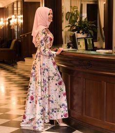 Çok şık bir görsel daha ☺️☺️ Prenses abiyemizin pudrası tüm satış noktalarımızda ve @modanisa da☺️ #tesettür#tunik#elbise#abiye#designer#gizemkış