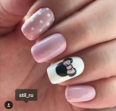 28 CUTE SPRING NAIL ART DESIGNS 2019 # 2019 - Nagellack art - You are in the right place about spring nails orange Here we offer you the most beautiful pictures a Chic Nail Art, Chic Nails, Stylish Nails, Trendy Nails, Fancy Nails, Mickey Nails, Minnie Mouse Nails, Mickey Mouse Nail Art, Pink Minnie