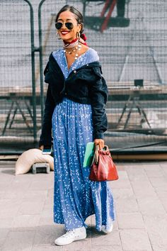Best Street Style Looks of LFW Spring 2018 - fashion - Street Rihanna Street Style, Berlin Street Style, Best Street Style, Street Style Outfits, Street Style 2018, Model Street Style, Street Style Trends, Mode Outfits, Cool Street Fashion