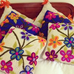 Pieceras Flores - Tejidos a Telar Marie etchevers Mexican Embroidery, Punch Needle, Crochet Crafts, Reusable Tote Bags, Blanket, Patterns, Google, Gingham Quilt, Cushions