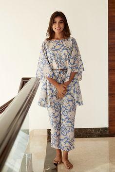 Blue Block, Stylish Dresses, Simple Dresses, Kurti Neck Designs, Dress Designs, Kaftan Pattern, Casual Indian Fashion, Kaftan Kurti, Kaftans